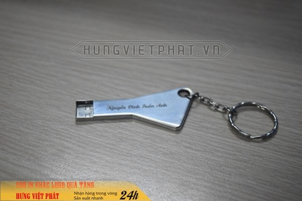 UCV-005---usb-chia-khoa-khac-logo-cong-ty-lam-qua-tang-khach-hang-1-1474452088.jpg