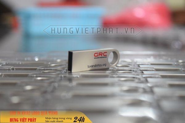 UKV-015---USB-kim-loai-in-logo-cong-ty--tang-su-kien-2-1474519957.jpg