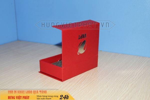 Hop-nam-cham--mau-do-dung-usb-in-logo-doanh-nghiep-lam-qua-tang-khach-hang-1-1474452078.jpg