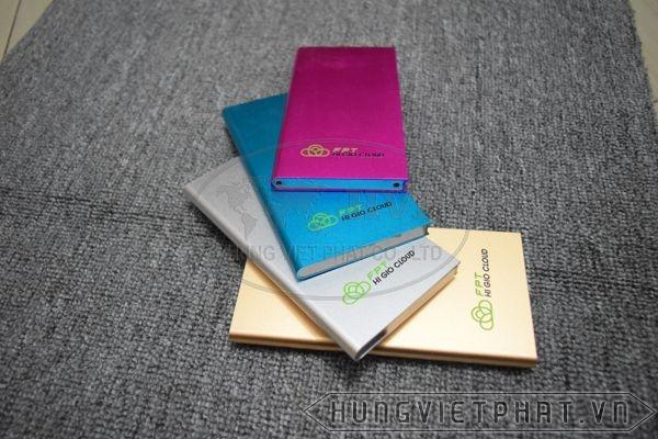 PKV-003---Pin-sac-du-phong-in-khac-logo-lam-qua-tang-quang-cao-5-1497497368.jpg