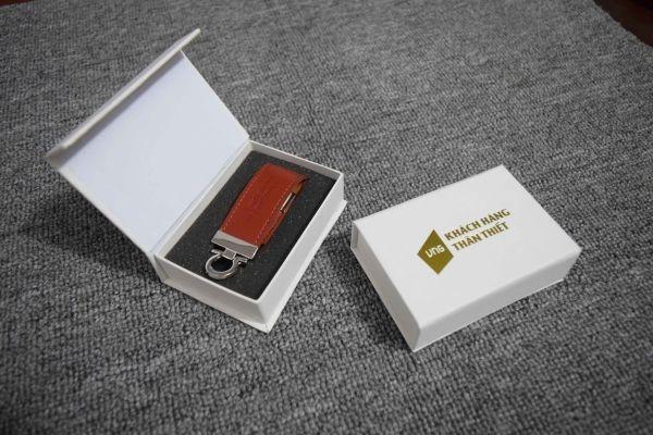 UDV-001---Hop-nam-cham-trang-6hungvietphatvn-1516267135.jpg