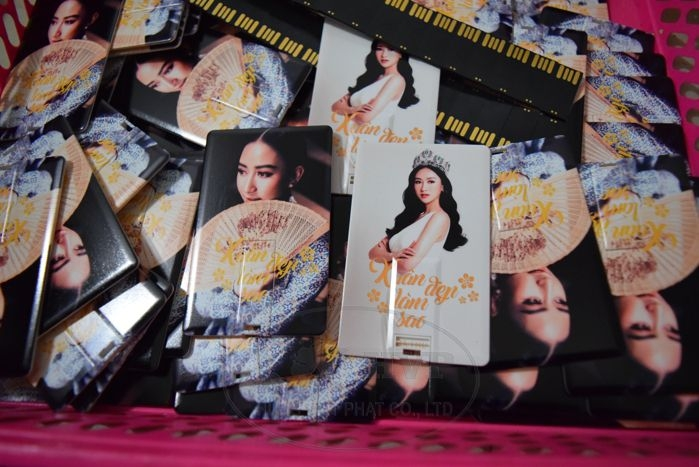 UTV-001-USB-The-namecard-in-logo-hinh-anh-thuong-hieu-lam-qua-tang-3-1528970590.jpg