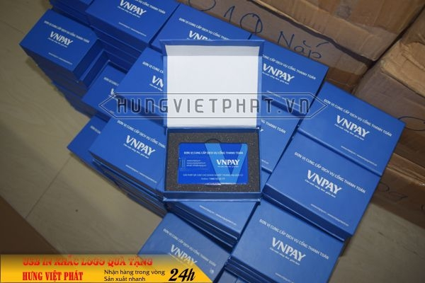 qua-tang-USB-in-khac-logo-15-1468035452.jpg